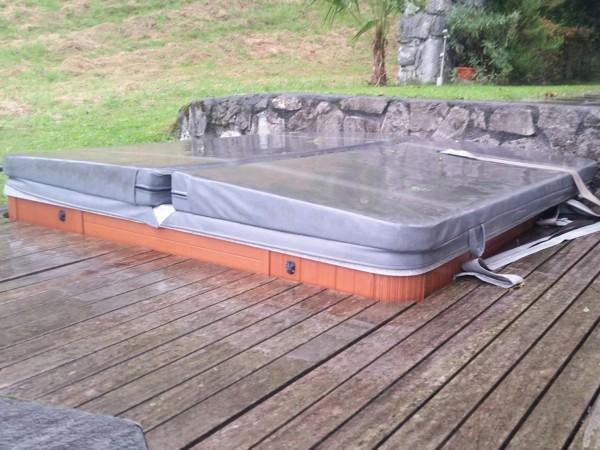 Austausch-alter-Whirlpool-zu-neuem-Hydropool-Self-Clean-Whirlpool-Gersau-Schwyz
