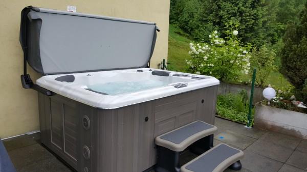 Top-Whirlpool_Whirlpool-Lieferung-Hydropool-H395-Platinum-nach-Luzern
